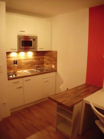 6 komplett stylisch m blierte wohnung mit neuem bad im zentrum 1 zimmer wohnung in m nchen. Black Bedroom Furniture Sets. Home Design Ideas