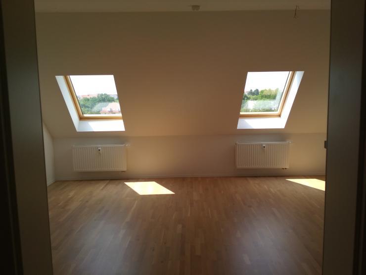 Tolle Dachgeschoss 2 Zimmerwohnung Mit Offener Küche, EBK Und Balkon