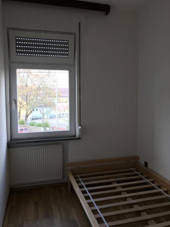 sch nes zimmer in stuttgart ost g20 2 m blierte wg stuttgart ost. Black Bedroom Furniture Sets. Home Design Ideas