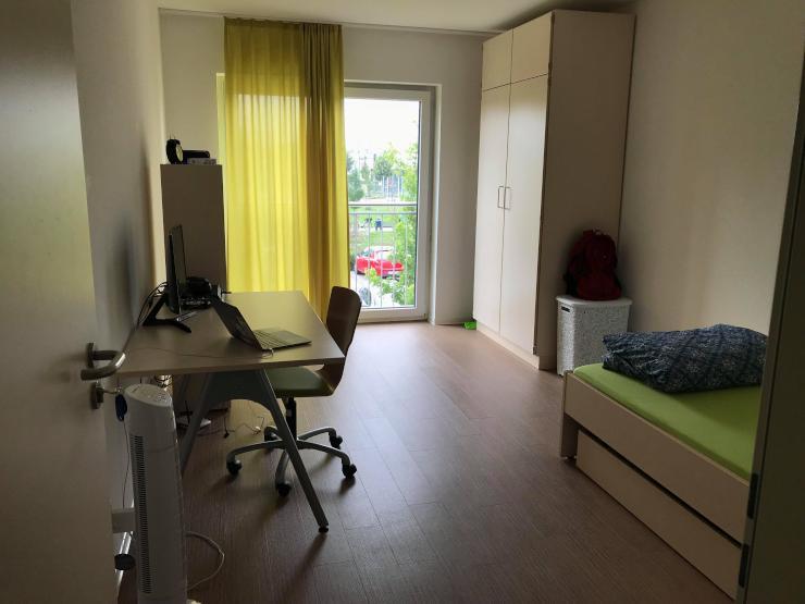 16 quadratmeter zimmer in 2 zimmer wohngemeinschaft wohnung in lippstadt. Black Bedroom Furniture Sets. Home Design Ideas