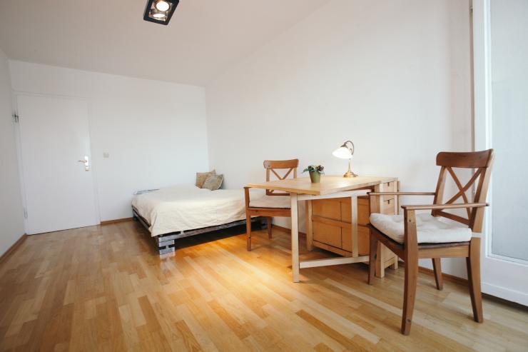 20qm zimmer in 2er wg 95qm wohnung mit wintergarten balkon wg zimmer in m nchen schwabing west. Black Bedroom Furniture Sets. Home Design Ideas