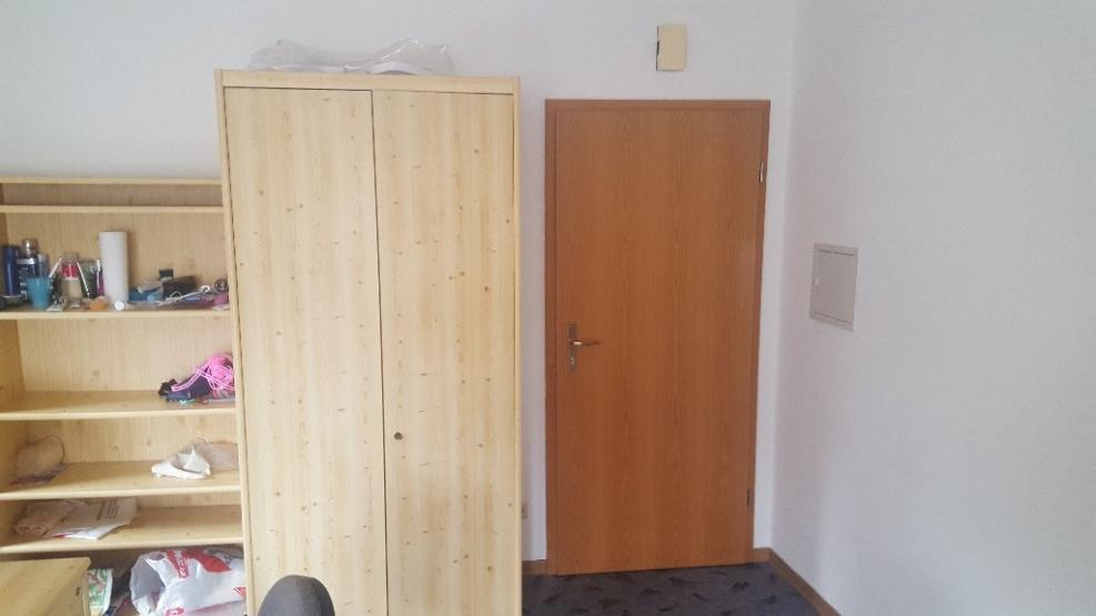 g nstige 1 zimmer wohnung in guter lage und m bliert 1. Black Bedroom Furniture Sets. Home Design Ideas