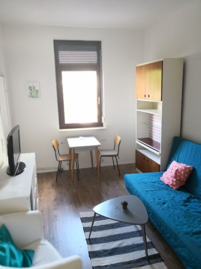 furnished apartment for 12 days 20min from uni 10 min from alternative neighbourhood viertel. Black Bedroom Furniture Sets. Home Design Ideas