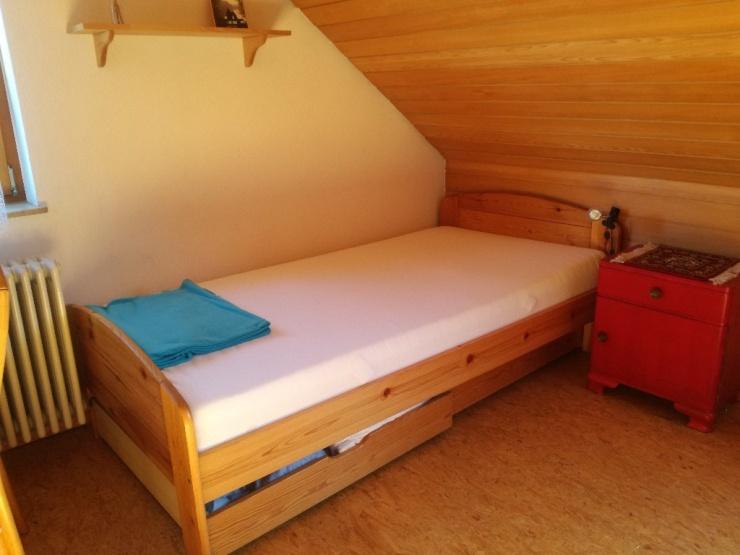 sch ne helle 1 zimmer dachwohnung mit tageslichtbad 1. Black Bedroom Furniture Sets. Home Design Ideas