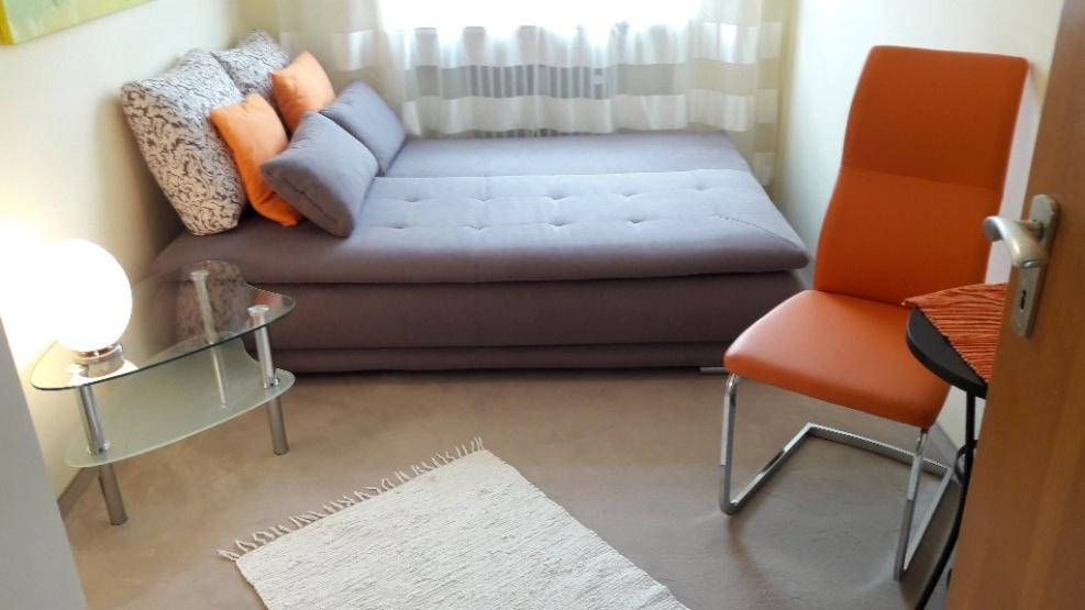 sch nes helles m bliertes zimmer in schwabing n he m nchner freiheit wg zimmer in m nchen. Black Bedroom Furniture Sets. Home Design Ideas