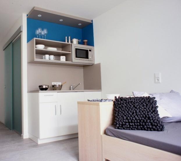 sch nes m bliertes 1 zimmer apartment mit balkon zum. Black Bedroom Furniture Sets. Home Design Ideas