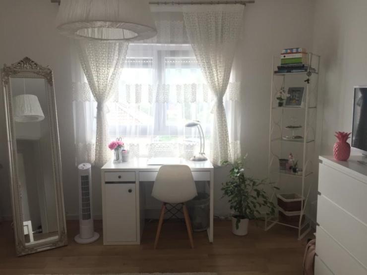 Sch nes wg zimmer in renovierter wohnung zur zwischenmiete for Wohnung zur zwischenmiete