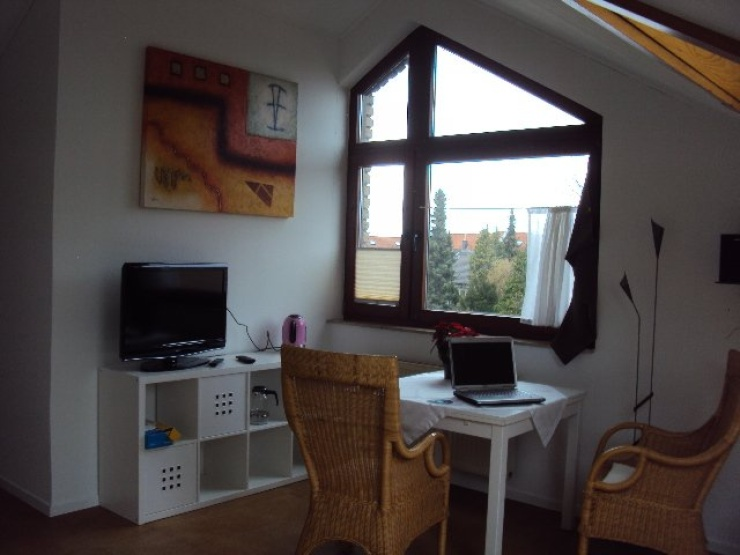 ruhiges helles sch nes dachappartment 1 zimmer wohnung in bonn bechlinghoven. Black Bedroom Furniture Sets. Home Design Ideas