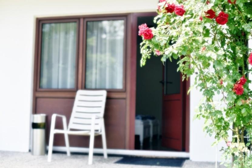 one room flat with private bathroom 1 zimmer wohnung in schw bisch gm nd. Black Bedroom Furniture Sets. Home Design Ideas
