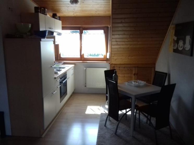 Schöne 2 Zimmer Wohnung Zwanghafte Möbelübernahme Wohnung In