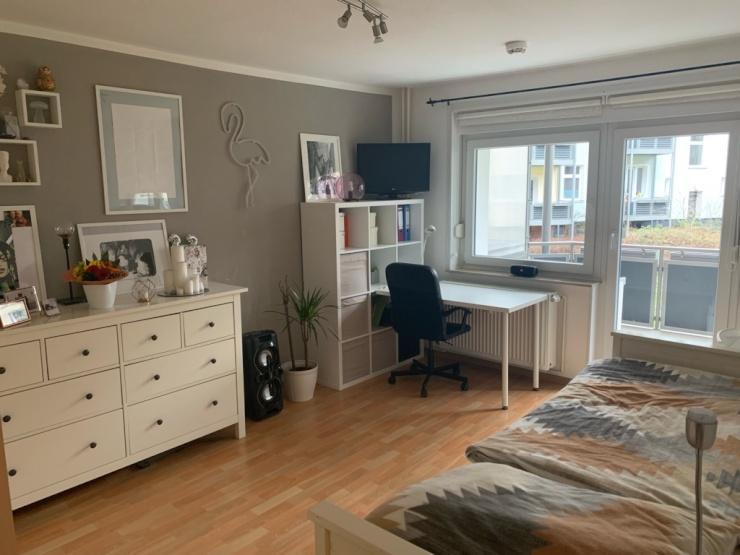 gem tliche 1 zimmerwohnung mit balkon in herrenhausen auf. Black Bedroom Furniture Sets. Home Design Ideas